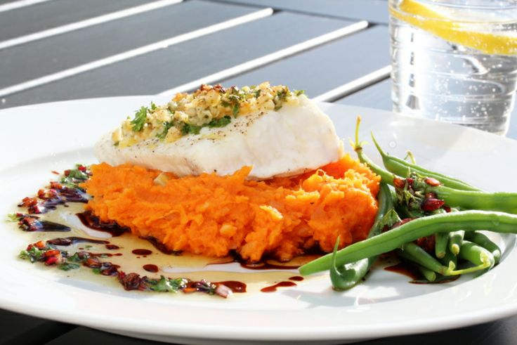 Ovnsbakt torsk med nøttelokk, søtpotetmos og soyasmør