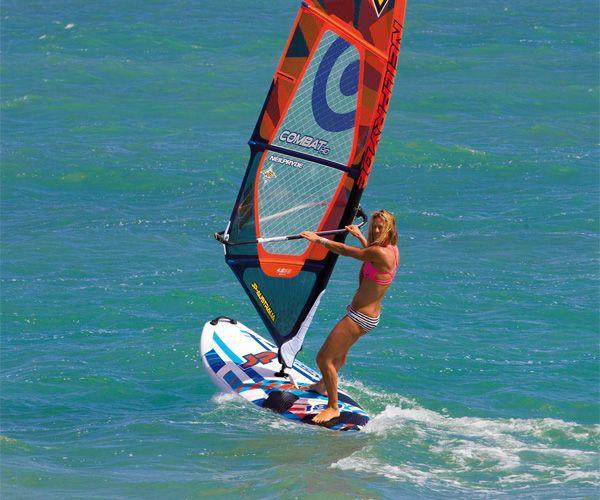 Anfänger-Boards! Bei einem Windsurfboard für Anfänger solltet ihr drauf achten das es nicht zu wenig Volumen hat. Es gibt eine einfache Formel um das richtige Volumen zu finden: Brettgewicht + Riggewicht + Körpergewicht + 85 = Mindestvolumen für dein Board.  In der Regel sollte das Volumen für ein Anfänger zwischen 160 – 240 Liter betragen.