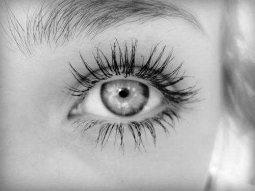long eyelashes >>>