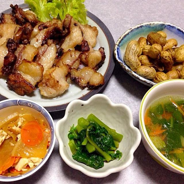 熊の脂身の焼肉、 茹でピーナッツ、 青梗菜の中華風スープ、 ツルムラサキのお浸し、 山口県の郷土料理 けんちょう です。 - 44件のもぐもぐ - 熊の脂身を焼いてみた by orieueki
