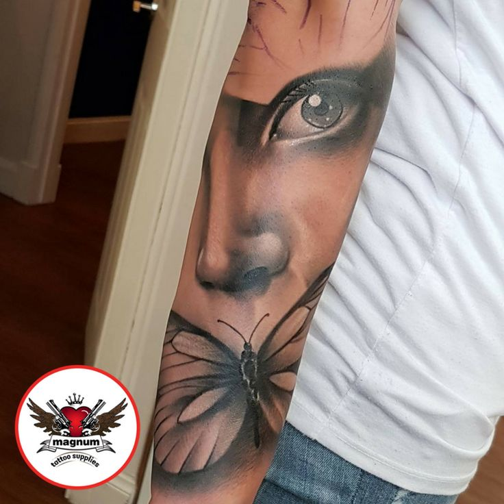 fantastic black and grey piece with #magnumtattoosupplies 💪🏿💪🏿👊🏿👊🏿
