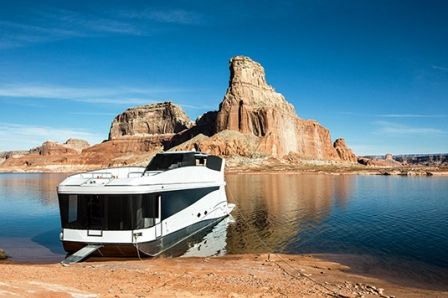Vacation value, re-invented! The Axiom Star Lake Yacht, the most luxurious houseboat in our fleet, is your ticket to one of the coolest experiences on earth, combining the breathtaking beauty of Lake Powell, peerless comfort of a 5-star hotel, the sleek performance of a luxury yacht