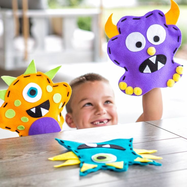 Funny-faced monster puppets. DIY hand puppets are a fun kids craft. This Rawr…