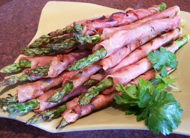 Grilled Asparagus Wrapped in Prosciutto from Food.com:   Lovely side for a hot day or great for finger food instead of chips.: Food Recipes, Food Com, Ham Recipe, Asparagus W Prosciutto, Finger Foods, Grilled Asparagus, Prosciutto Wrapped Asparagus, Halloween Food
