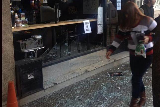 La mañana del martes ocurrió una explosión en un edificio de 60 apartamentos por un escape de gas en el centro de Rosario, donde residían muchos jóvenes y estudiantes. Foto @Lucho Ruete Paladini