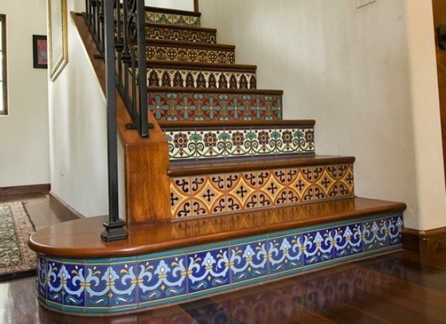 Love the use of different tile here. [ MexicanConnexionforTile.com ] #design #Talavera #Mexican