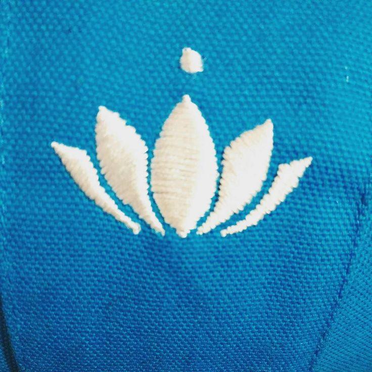 Oggi è un mese dalla #vipassana e l'appuntamento con la meditazione sta diventando un'abitudine quotidiana che mi fa star bene.  Oggi #sorridoconpoco pensando a questo.