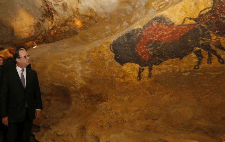 Fransa Cumhurbaşkanı Francois Hollande, 10 Aralık 2016'da Montignac'da Lascaux mağarasının tarih öncesi resimlerinin yeni bir kopyası olan Lascaux 4'ü ziyaret etti. Regis Duvignau / AFP / Getty Images.