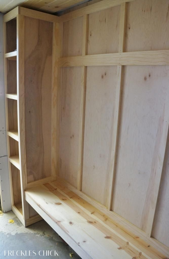 freckles chick: Moving along on the mini mudroom