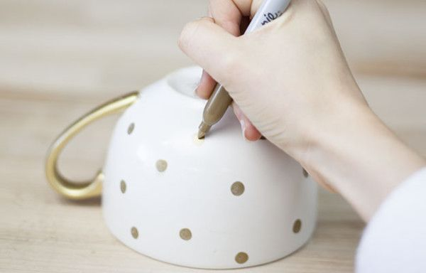 DIY Handmade Mug | This would make a great gift idea or something to add to your cupboard. #DiyReady www.diyready.com
