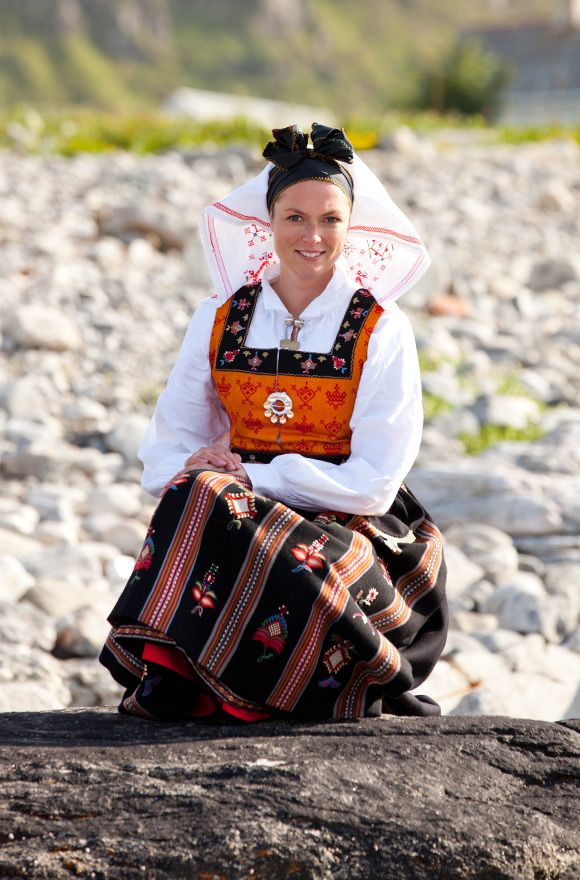 The inspirational embroidery of Norwegian folk costume. I particularly like the headdress. photo Laila Duran