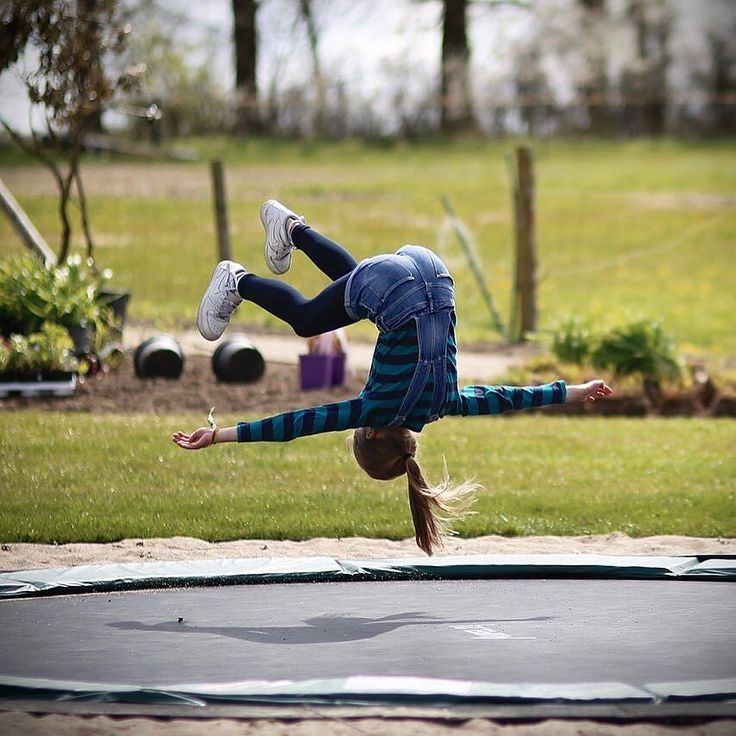 Weekendfeeling. #photooftheday #photography #photowall #weekend #weekendfun #trampoline #childhood #funtimes #travelphoto #traveltheworld #travelpics #sport #fitnessmotivation #fitnessmodel #paleo #healthylife #lifestyle #love #family #nike by sebastian_fuchs_hamburg