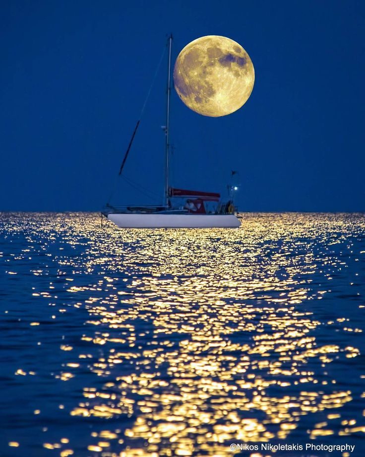 One of my most favourite photos ever. The amazing full moon in Kythera island. Happy evening!