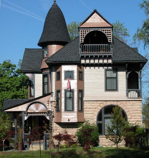 1000 ideas about modern victorian homes on pinterest for Queen anne victorian house