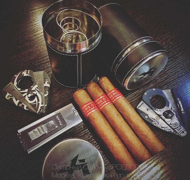 """Как всегда, в Сигарном Салоне """"Торседор"""", к Вашим любимым сигарам Вы можете приобрести удобные и надёжные аксессуары XIKAR! Зажигалки, Каттеры, Пепельницы и т.д. Особым спросом у наших покупателей пользуются всякие мобильные решения, как здесь, переносная пепельница XIKAR Executive Ashtray Can Case.  Так же на фото: - Зажигалка XIKAR Trezo Silver; - Каттер XIKAR Room 101 Jya; - Каттер XIKAR Tribal Body Art; - Кубинские сигары Partagas Serie D No4. #салонторседор #сигарныйсалон #ТОРСЕДОР…"""
