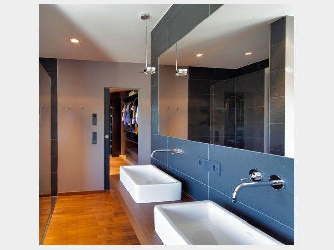 Perfekte Kombination: Das Badezimmer Hat Einen Direkten Zugang Zum  Ankleidezimmer Und Verkürzt Damit Morgens Den