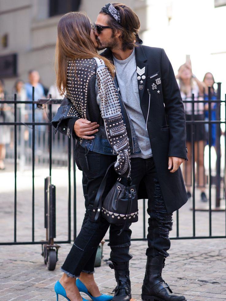 Während sich die meisten Power Couples der Modeszene in Zurückhaltung üben, zelebriert das fotogene Blogger-Pärchen Patricia Manfield und Giotto Calendoli seine Liebe bevorzugt vor Fashion Week Locations. Die Street-Style-Fotografen freut's. Die schöne Brünette und ihr Ragazzo mit lässigem Fünf-Tage-Bart sind aber auch ein schöner Anblick!