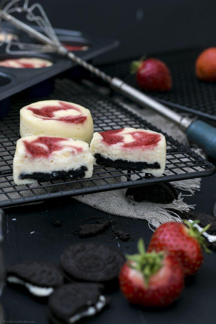 Mini-Cheesecakes mit Oreo-Boden und Erdbeerpüree auf Abkühlgitter von www.lakeland.de