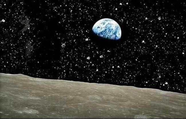 E aqui estamos nós, vistos da lua…