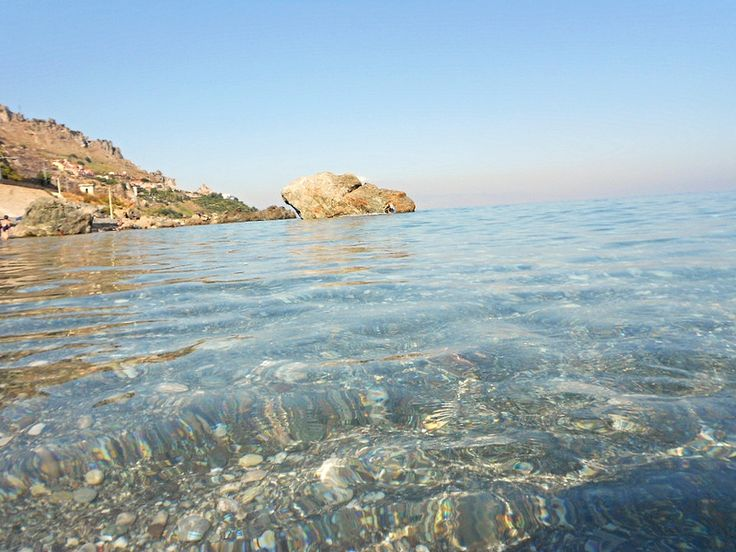 Letojanni (ME) - Il mare trasparente in uno dei punti più belli della costa jonica messinese, al confine tra i comuni di Letojanni e Forza d'Agrò e a pochissimi km da Taormina   da Lorenzo Sturiale
