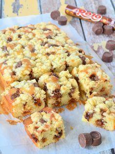 Rolo Crumble Cake