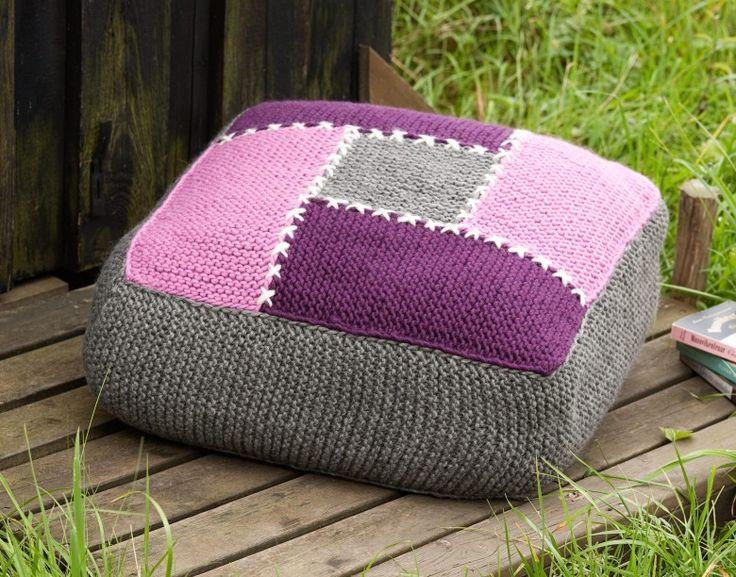 Knitting ~ Med enkel rätstickning i tjockt Lovikkagarn blir denna stora, mysiga kudde klar på ett kick!