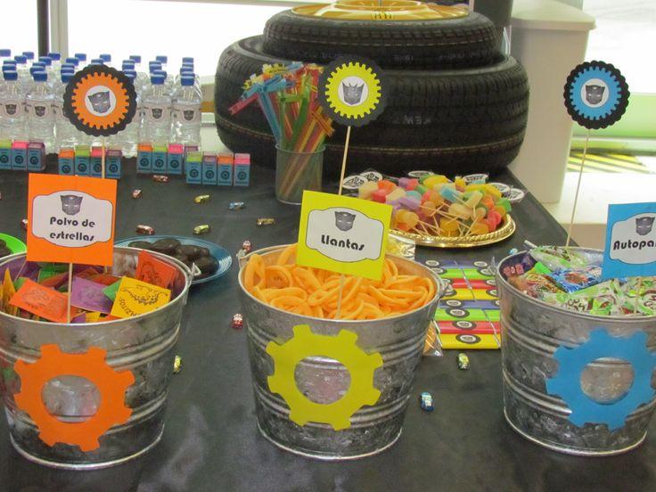 Originales cubetas de aluminio para adornar y ofrecer dulces a tus invitados.