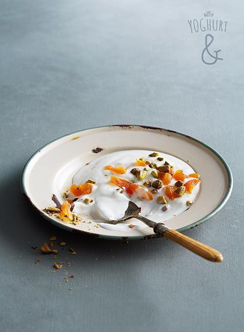 Styled by Sporenstrek.  Tørket frukt & Nøtter - Se flere spennende yoghurtvarianter på yoghurt.no - Et inspirasjonsmagasin for yoghurt.