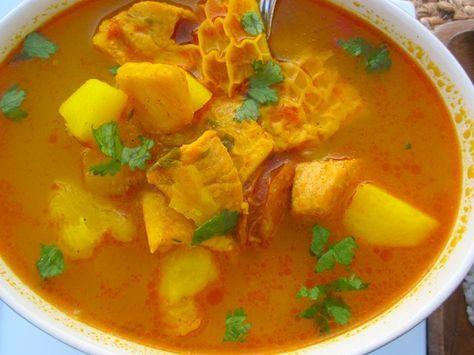 Comida típica de Venezuela.Sopa Mondongo: Es una sopa hecha con la tripa (intestino y el estómago de vaca) una mezcla de vegetales de raíz, la col y el apio. A menudo, el mondongo es marinado en jugo de limón