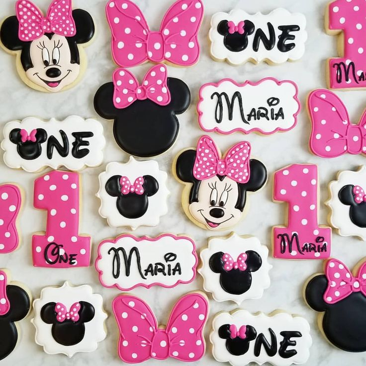 Minnie Mouse cookies. Minnie head, bow, number 1, and Minnie head plaque cutters…