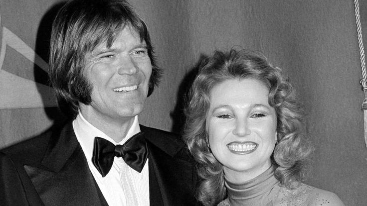 """Glen Campbell, the grinning, high-pitched entertainer who had such hits as """"Rhinestone Cowboy"""" and spanned country, pop, television and movies, has died"""