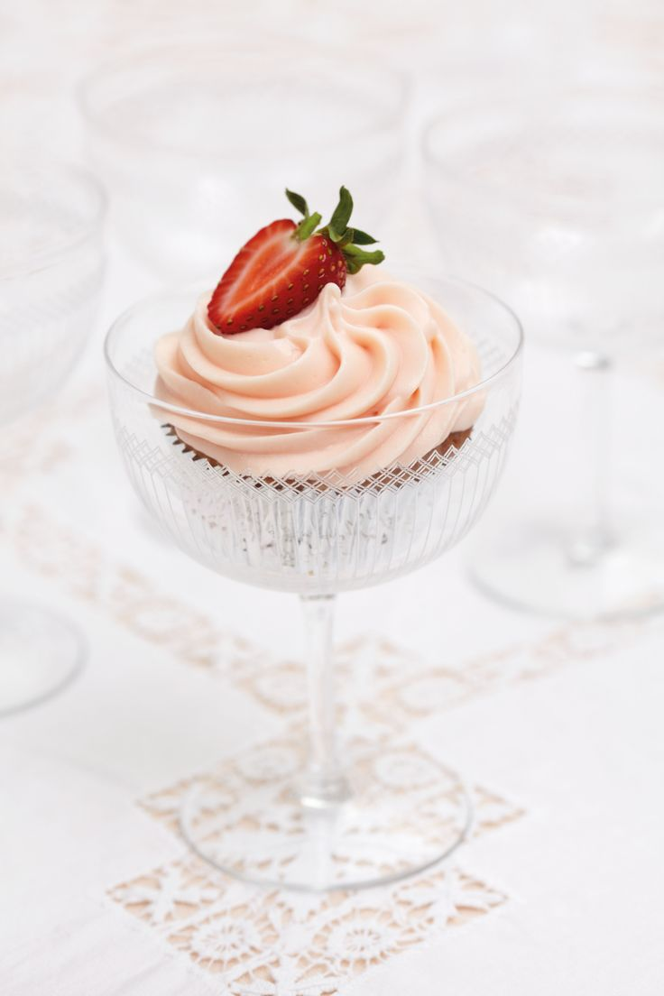 Peggy Porschen Strawberry And Champagne Cake Recipe