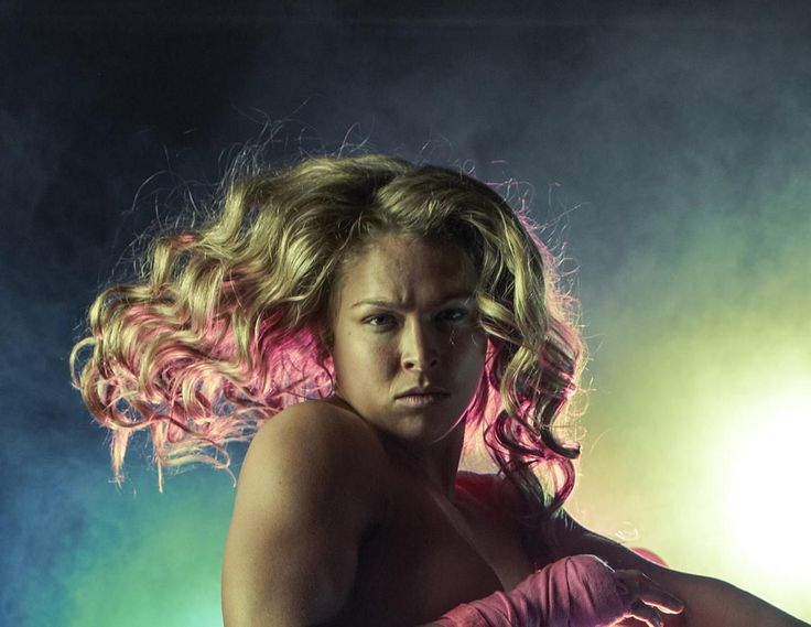 This picture of Ronda Rousey looks like PGA star Rickie Fowler in a wig