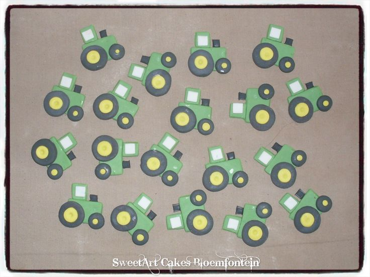 FONDANT JOHN DEERE TRACTORS For more info or orders email sweetartbfn@gmail.com or call 0712127786 (Deliveries of decor available nationwide)