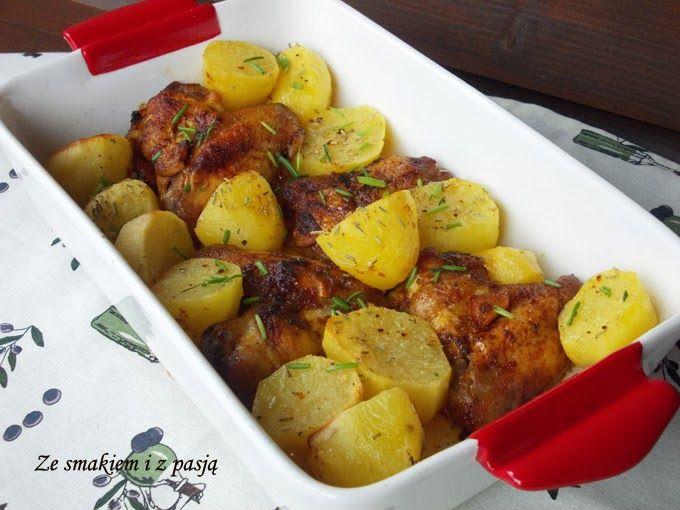 Ze smakiem i z pasją: Pikantne skrzydełka i ziemniaczki z rozmarynem z piekarnika