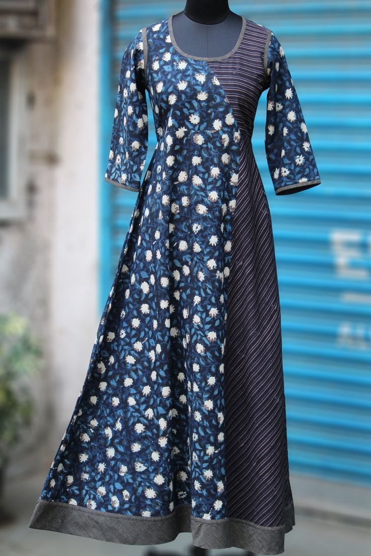 a perfect maxi dress in handblock print in flowy style! the dress has an asymmetrical kali with mangalgiri trims at the armhole, sleeve and at the bottom. mai