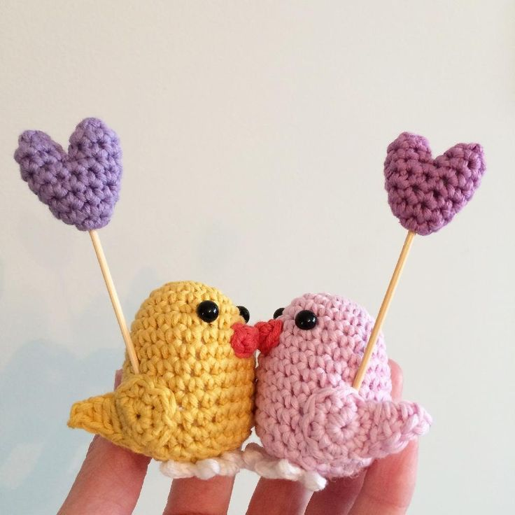 This is a pdf pattern to make little crochet lovebirds, also includes instructions to make little hearts and can be adapted to make a robin too. The pattern is written in UK terms. Using 4ply cotton yarn the little lovebird is approximately 6cm tall by 5cm wide. A basic knowledge of crochet is required.