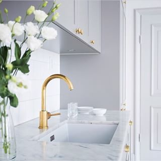 Instagram photo by interior_to_inspire - | D e t a i l s | #mässing #brass #guld #gold #grey #grått #marmor #marble #flowers #blommor #kök #kitchen #trend #modern #scandinaviandesign #nice #snyggt #amazing #likeit #loveit #interior #homedesign #inspiration #instagood