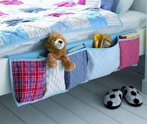 お片付けも身につきそうなベッドサイドの収納  ベッドに元々収納がない場合や子供部屋が狭くて、収納家具が置けない場合に便利です。余った布での手作り感が愛情を感じれて良いですね。  https://www.facebook.com/diyox #DIY #bed #child