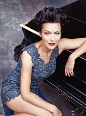 Danusia Stenka... moja ulubiona polska aktorka, do tego najpiękniejsza:) PS - wiekiem zbliża się do mojej Mamy, ale jest bezkonkurencyjna...absolutnie wspaniała
