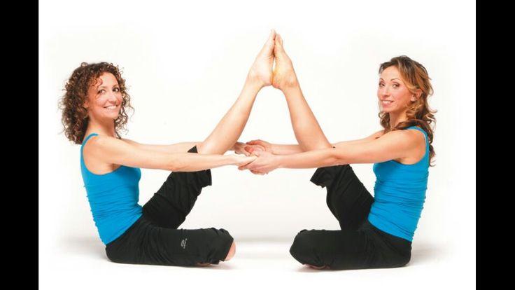 """Day 79: lezione di yoga a coppia.. livello di """"imbranataggine"""" 100 ma risate a non finire #shhhhh #silenzio #ascoltateilvostrocorpo #ilmiocorpochiedepietá"""
