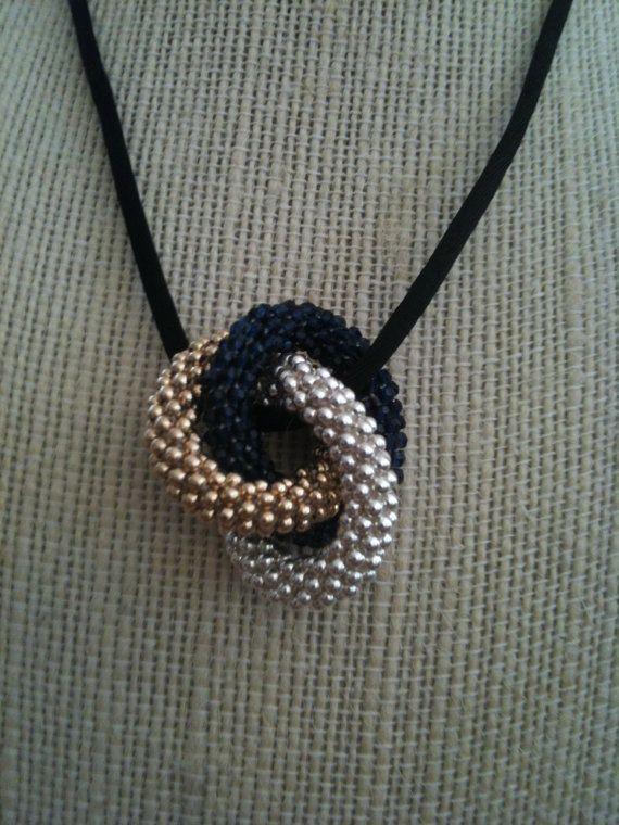 Articoli simili a Triple Infinity Bead Crochet ciondolo di Anne su Etsy