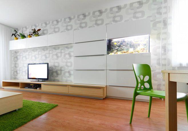 Аквариум в интерьере гостиной может стать предметом особого внимания как хозяев, так и гостей.