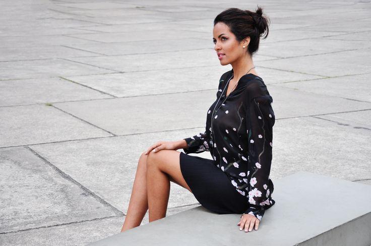 Blusa translucida decote V com estampa floral de cerejeiras | Compre a Blusa San Carlo onlie: www.grege.com.br