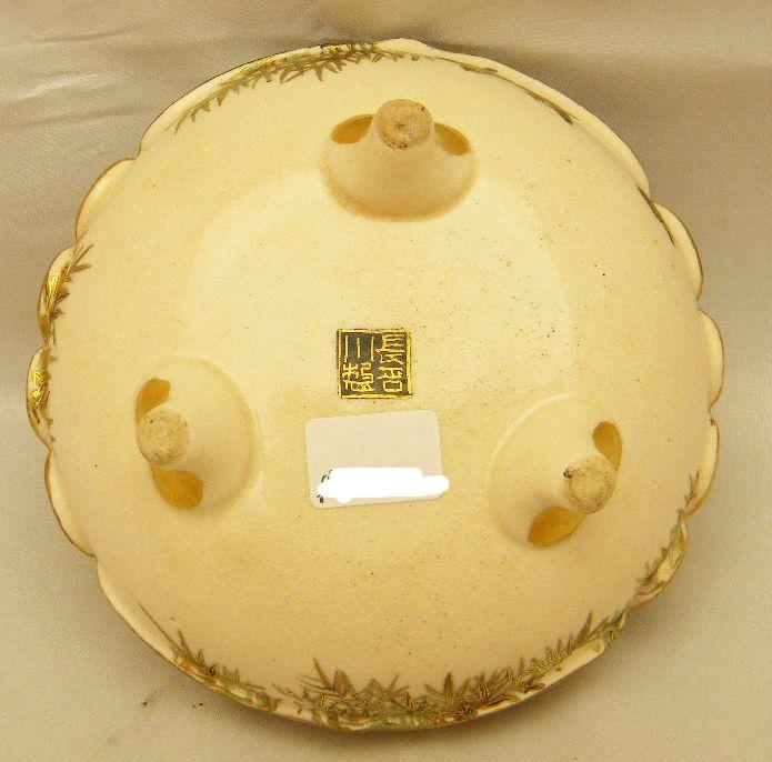 Japanese Meiji tripod Satsuma Jar - mark
