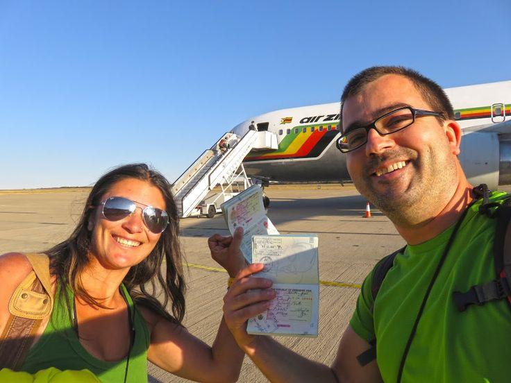 Viajar no Zimbábue foi uma agradável surpresa. Quando aterrámos no aeroporto de Victoria Falls estávamos apreensivos porque umas semanas antes tinham havido distúrbios na zona do país que íamos visitar. Esses distúrbios foram o resultado de várias greves gerais que afectaram o país e que paralisaram os caminhos de ferro do Zimbábue durante vários meses. …