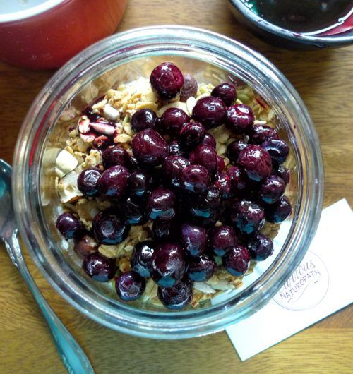 Blueberry home-made granola chia pudding - this quick easy breakfast for those on the go!