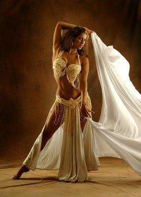 Sadie: La Diosa de la percusión Sadie Bailarina de Danza del Vientre