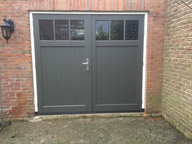 Hardhouten openslaande garagedeuren - Different Doors Garagedeuren