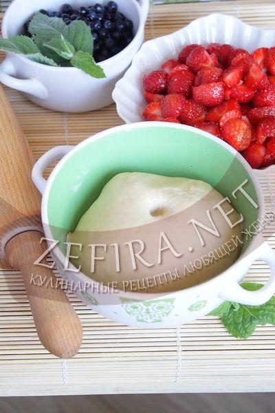 Рецепт заварного теста для вареников.      Ингредиенты: Вода 170 мл. Сливочное масло или растительное 2 ст.л. Соль пару щепоток Мука примерно 350 г.